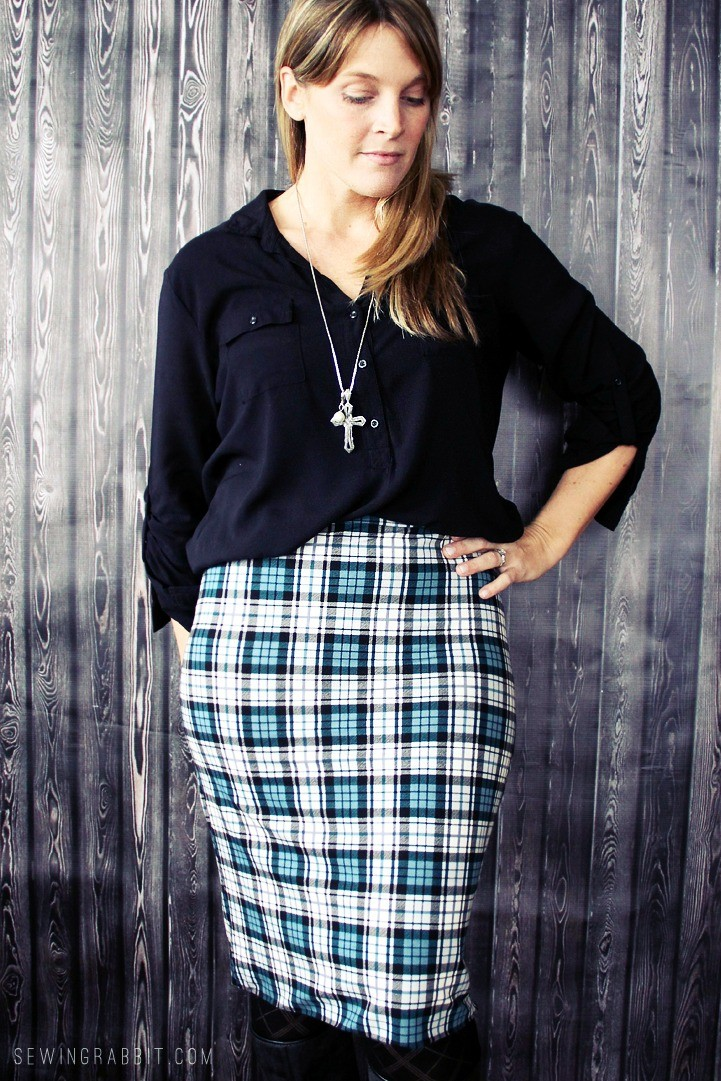 Easy Knit Lined Pencil Skirt DIY...psst, there is NO HEMMING, but is still has a professional finish!