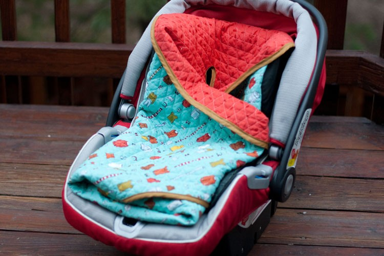 5 ways to upcycle old baby blankets - turn them into a car seat cover!