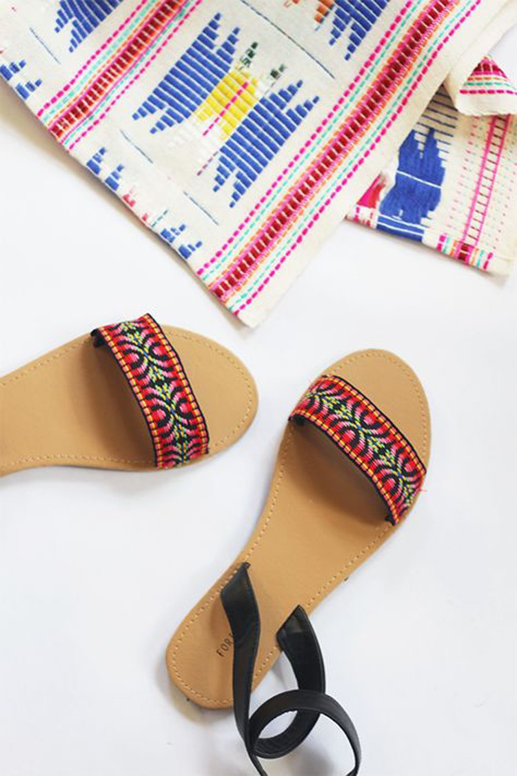 SANDALS --- 24 DIYs to help you get ready for Summer Vacation.