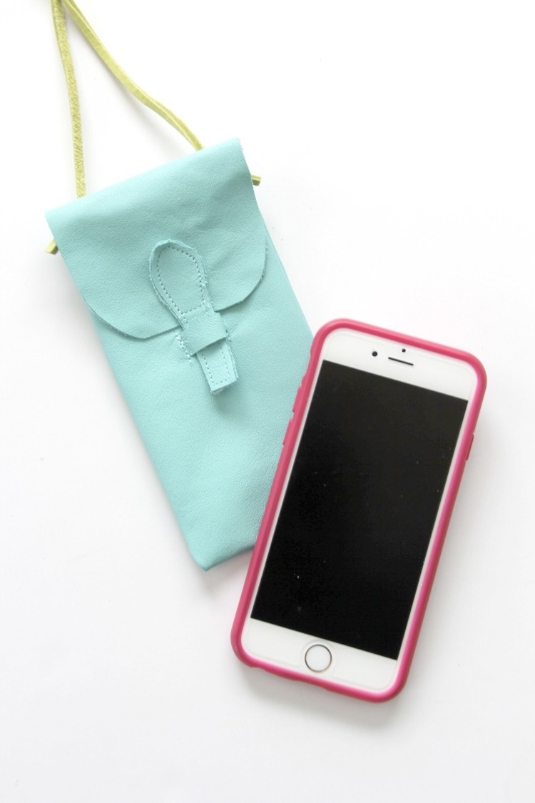 How to sew an iPhone purse.   . For when you want to be minimalistic. iPhone purse DIY