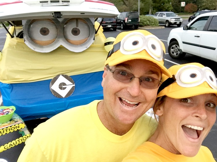 Minion Trunk or Treat ||  How to make a large cardboard cutout
