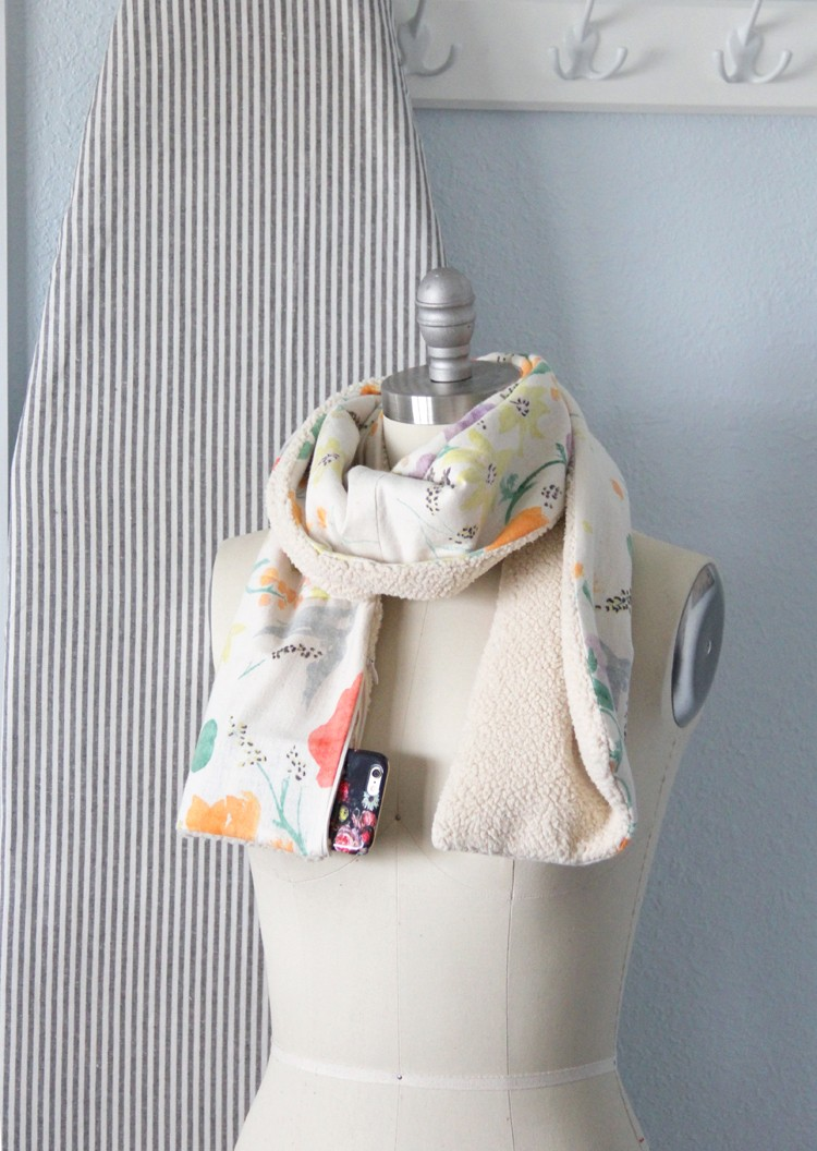 How to make a scarf with pockets