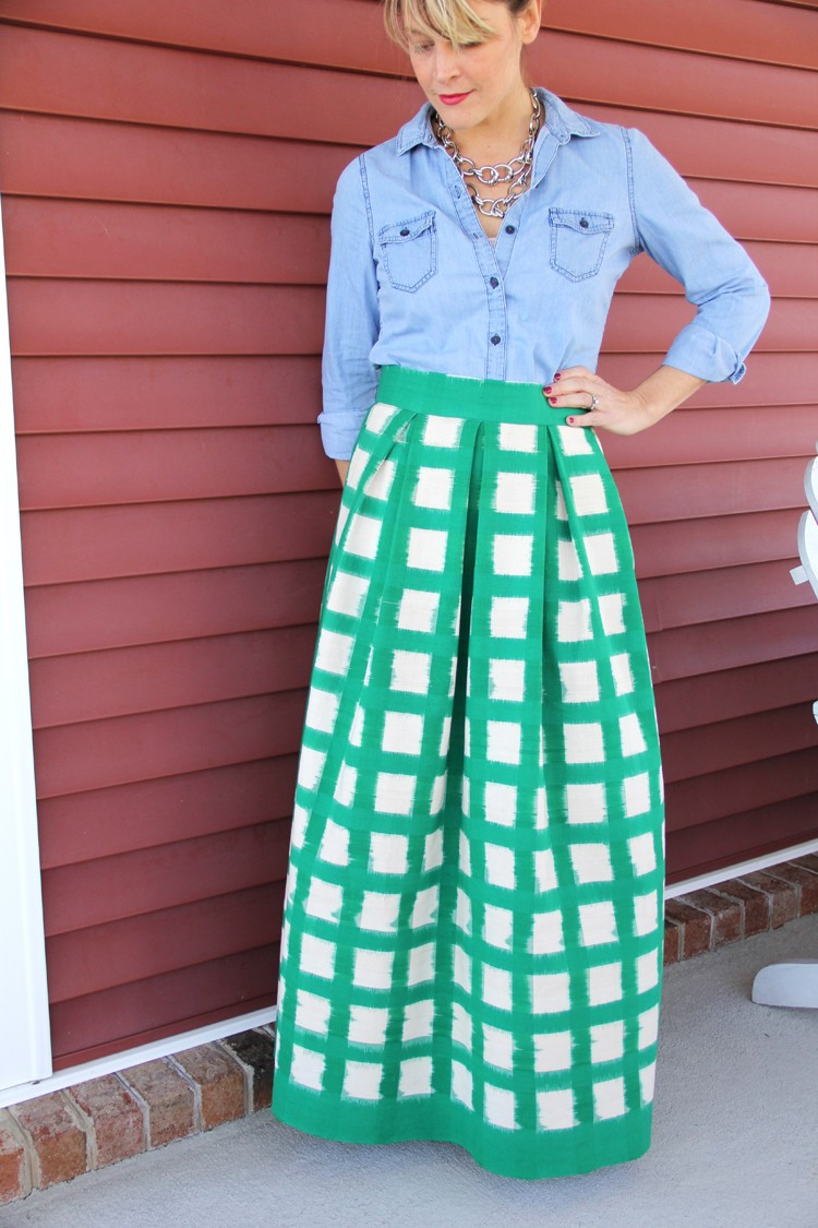 Make this gorgeous pleated maxi skirt! Perfect for Spring, Summer, or Fall!