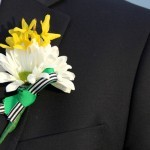 How to make an easy, budget friendly Boutonniere || cheap and cheerful weddings!