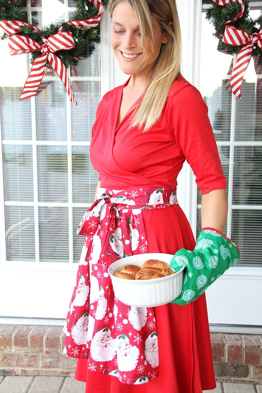 easy Apron sewing pattern with detachable oven mitt pattern