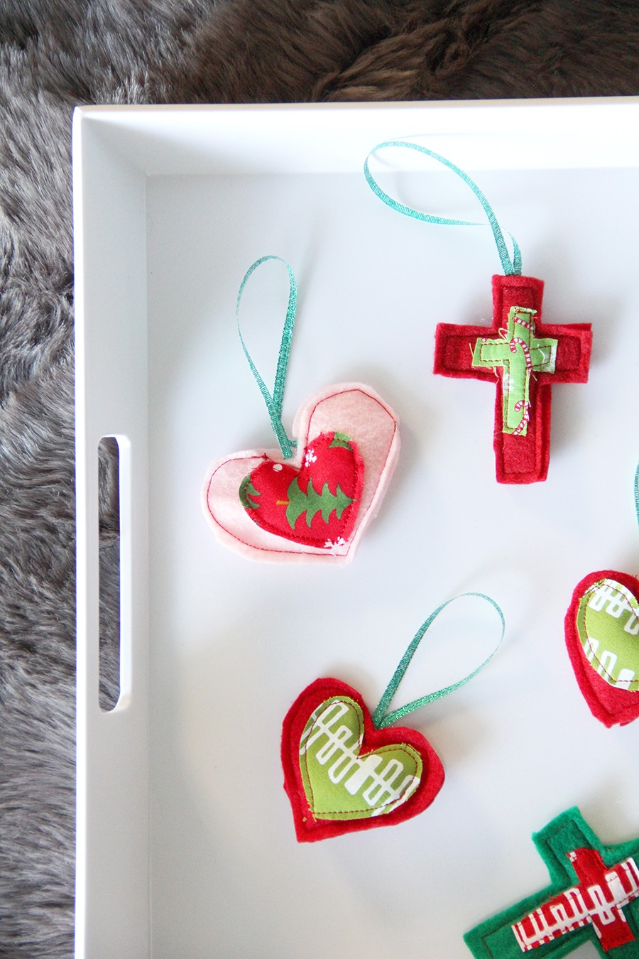 Quick and easy felt ornaments, perfect gift toppers!