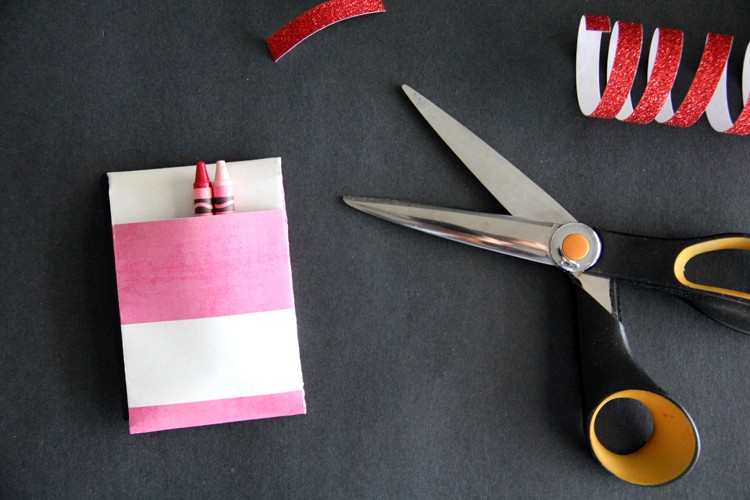 how to make a crayon holder out of paper