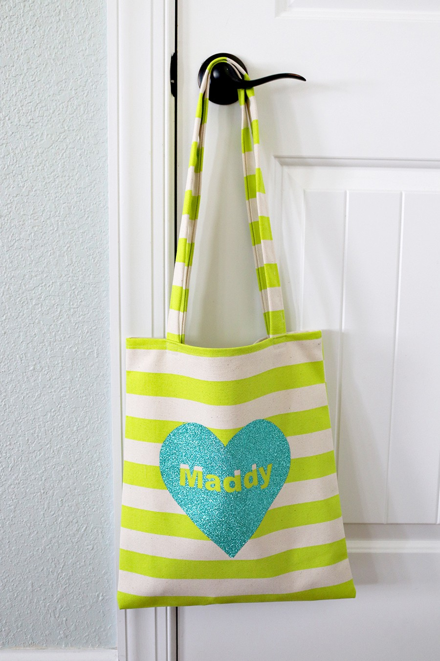 How to sew an easy tote bag, personalized and perfect for Valentine's Day!