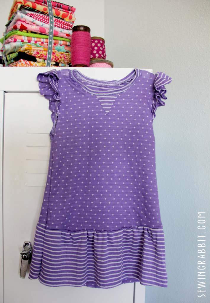 Make a cute knit flutter sleeve dress for your baby's first birthday!!  Free pattern for 12mo. old