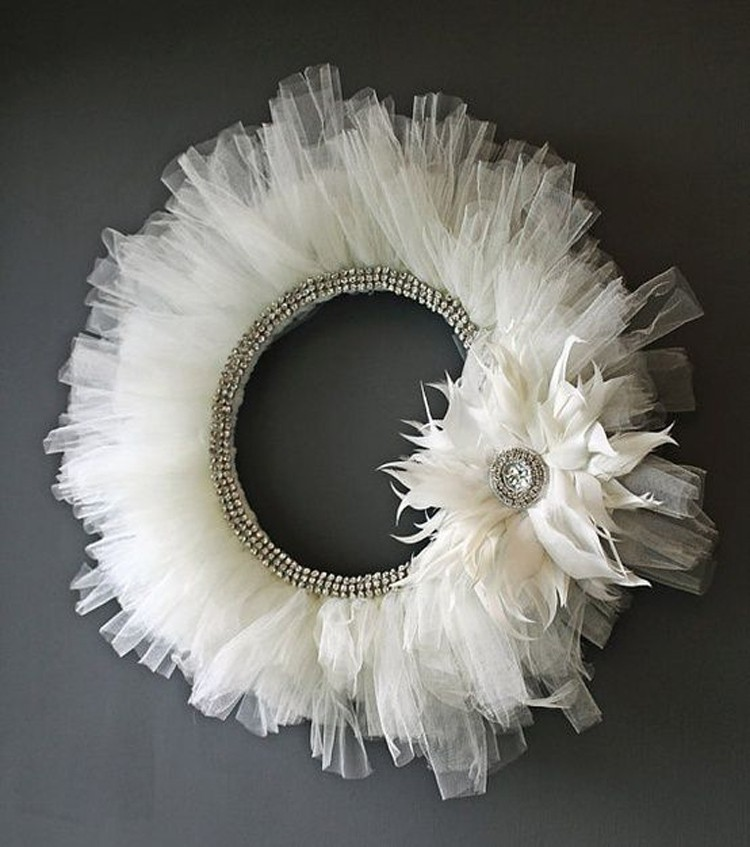 21 things to make with tulle besides tutus the sewing for Couronne shabby chic