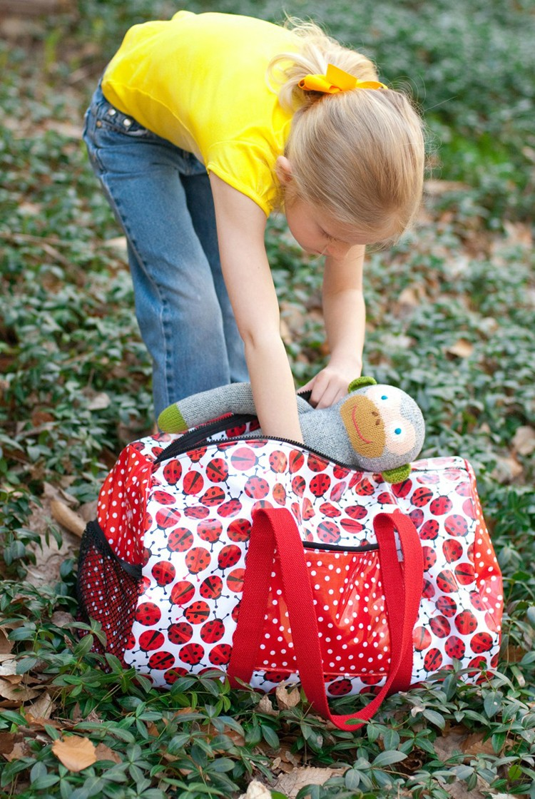 Duffel Bag --- 24 DIYs to help you get ready for Summer Vacation.