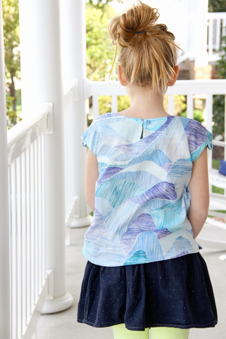 Free Pattern for this Kids Button Shoulder Shirt, love the little details!