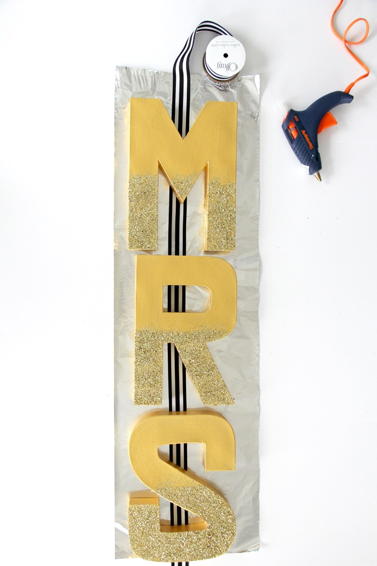 Mr. & Mrs. Letter Wedding banner - easy wedding craft DIY