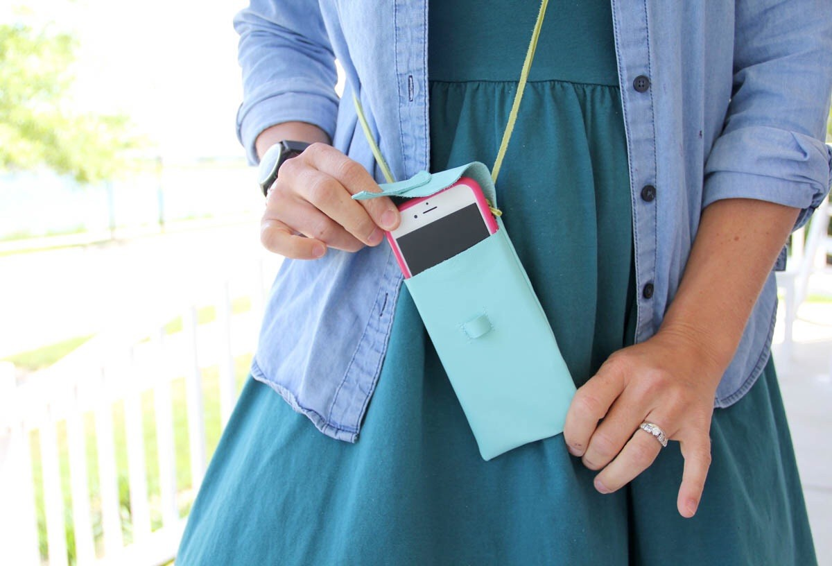 How to sew an iPhone purse. ||. For when you want to be minimalistic. iPhone purse DIY