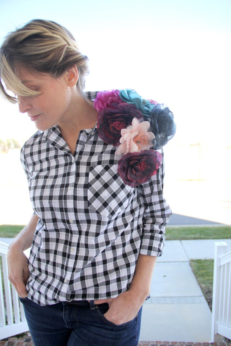 what a fun way to give your shirt a bit of WOW factor!!!  Add flower pins...