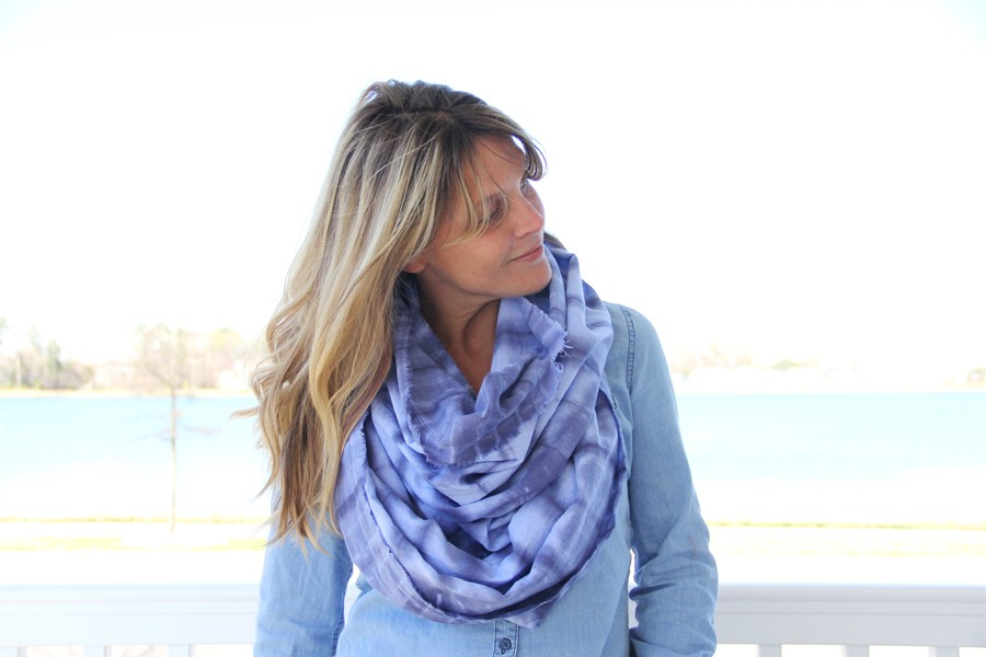 tie dye frayed infinity scarf DIY, inspired by shibori fabric techniques